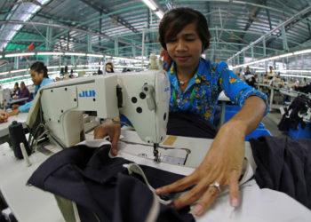 Le Cambodge va augmenter le salaire des ouvriers du textile de 12 $