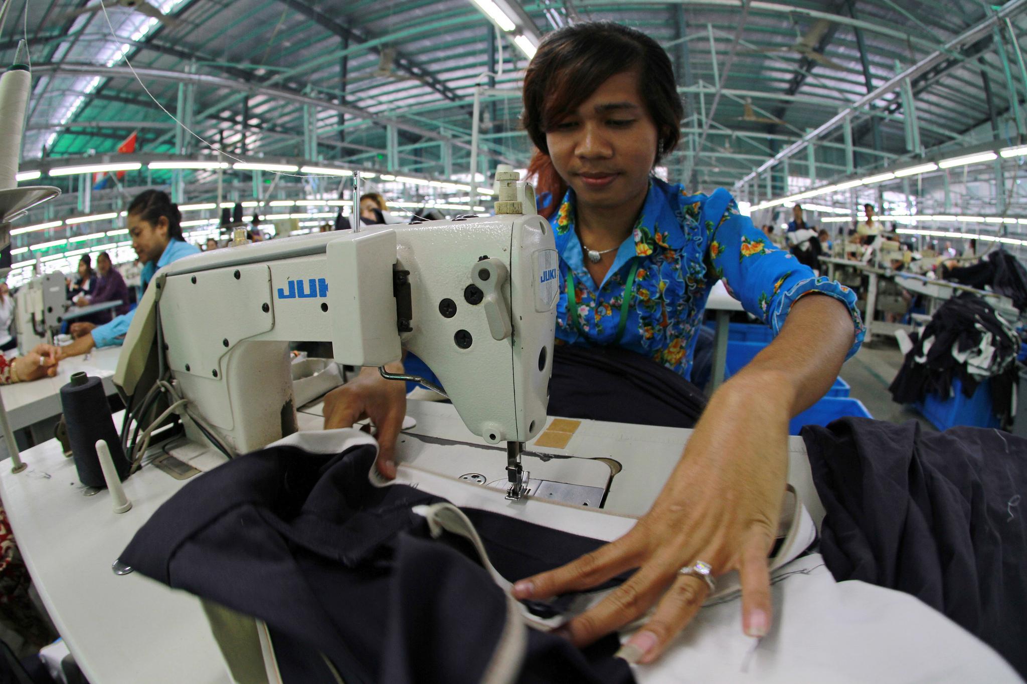 Le salaire des ouvriers du textile cambodgiens va être être augmenté de 12 $