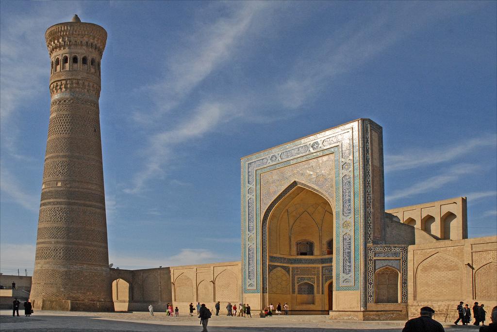 Le minaret et la mosquée Kalon, l'ancienne lieu de culte principal de Boukhara, au centre-sud de l'Ouzbékistan