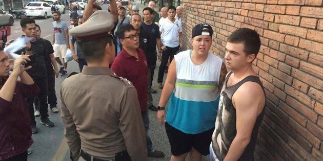 Les deux jeunes touristes arrêtés le mois passé à Chiang Mai pour avoir tagué un mur de Tha Pae Gate ont été condamnés à une amende