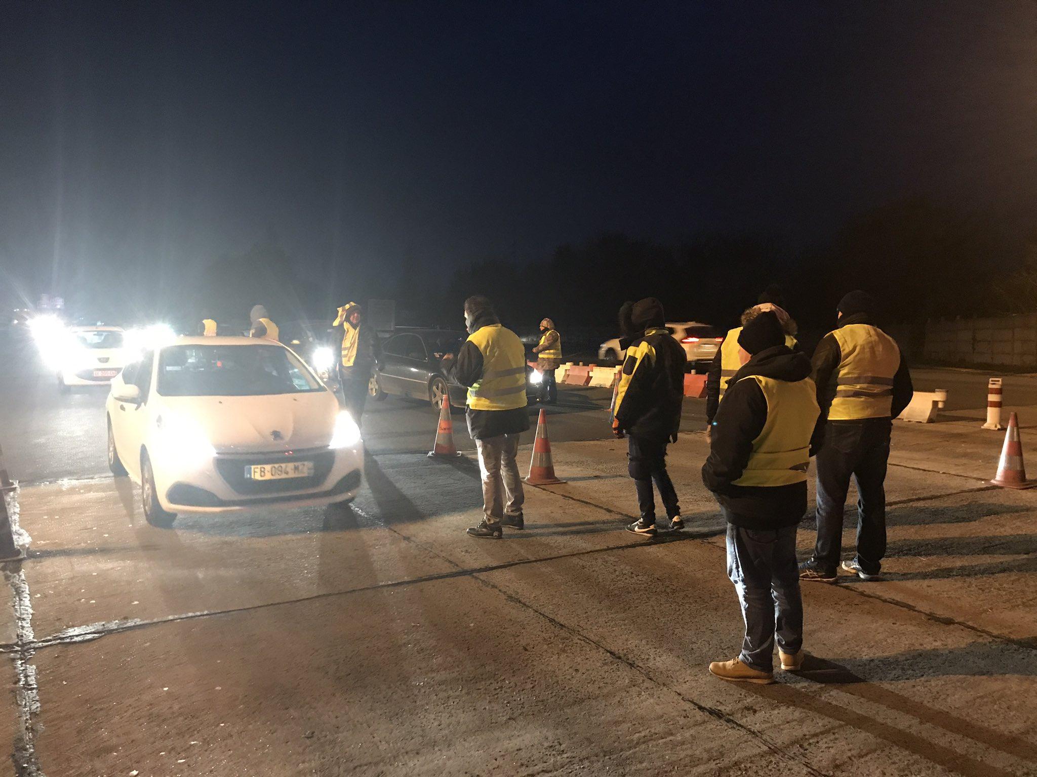 Les mouvement des gilets jaunes entre dans son cinquième jour de mobilisation à travers la France