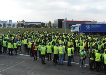 Gilets jaunes : quatrième jour de mobilisation à travers la France