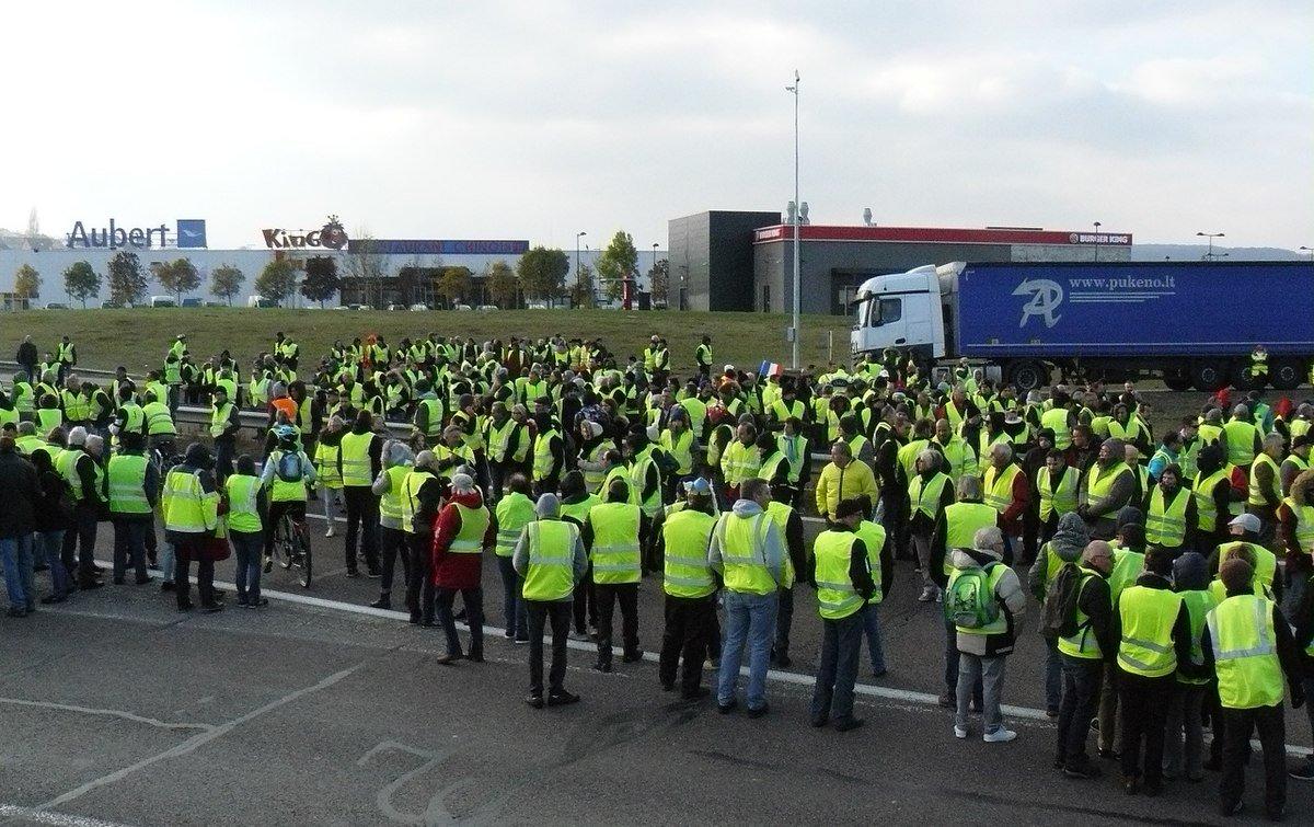 Les manifestations des gilets jaunes se poursuivent dans toute la France, pour leur quatrième jour