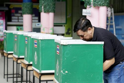 Le Ministre des Affaires Étrangères a indiqué que le Gouvernement thaïlandais n'était pas favorable à la venue d'observateurs étrangers lors les prochaines élections générales