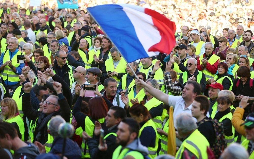 Près d'une semaine après le début du mouvement, le soutien aux gilets jaunes se renforce parmi les Français