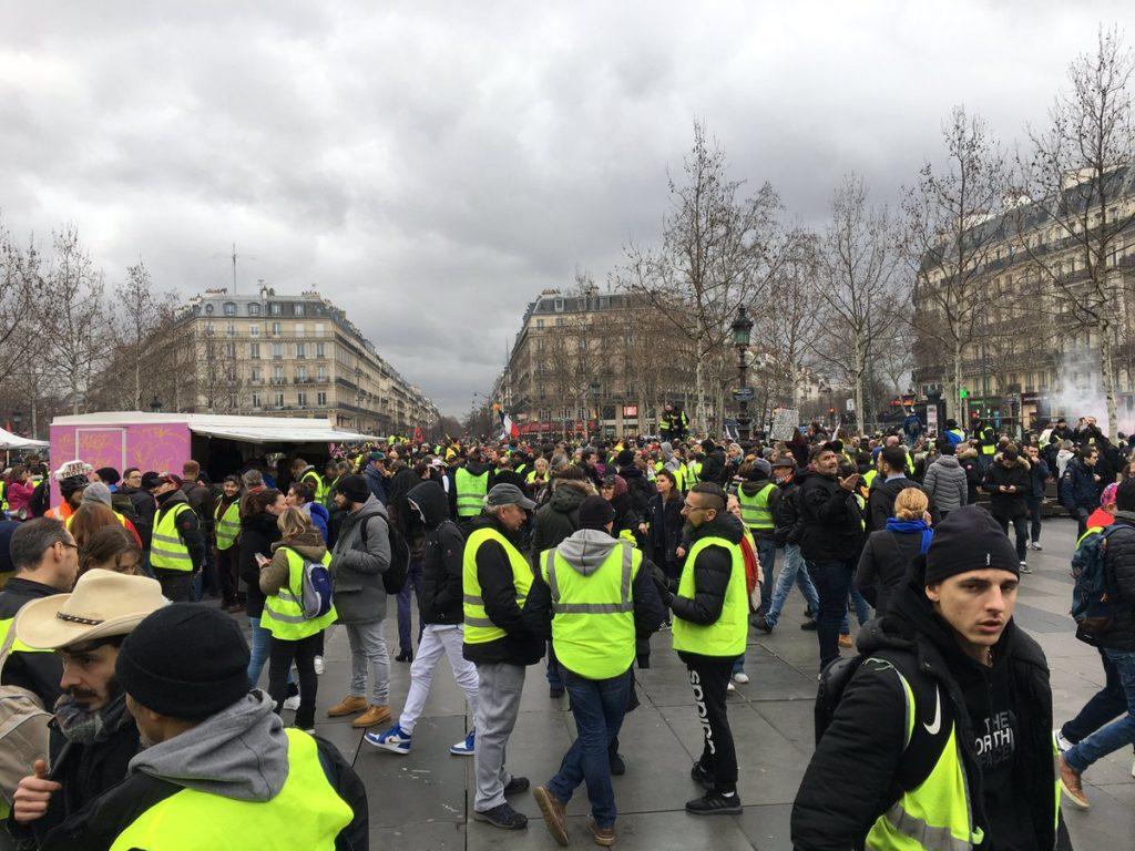 """Gilets jaunes : 69 000 personnes à travers la France pour """"l'acte XI"""""""