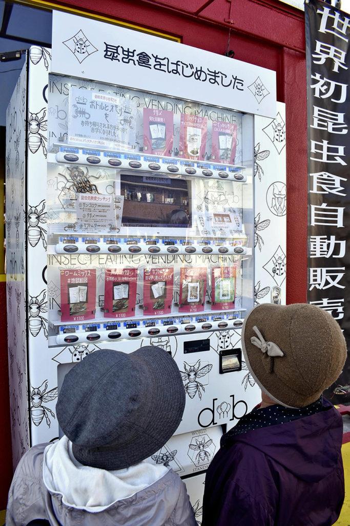 Japon : un distributeur automatique propose des insectes comestibles