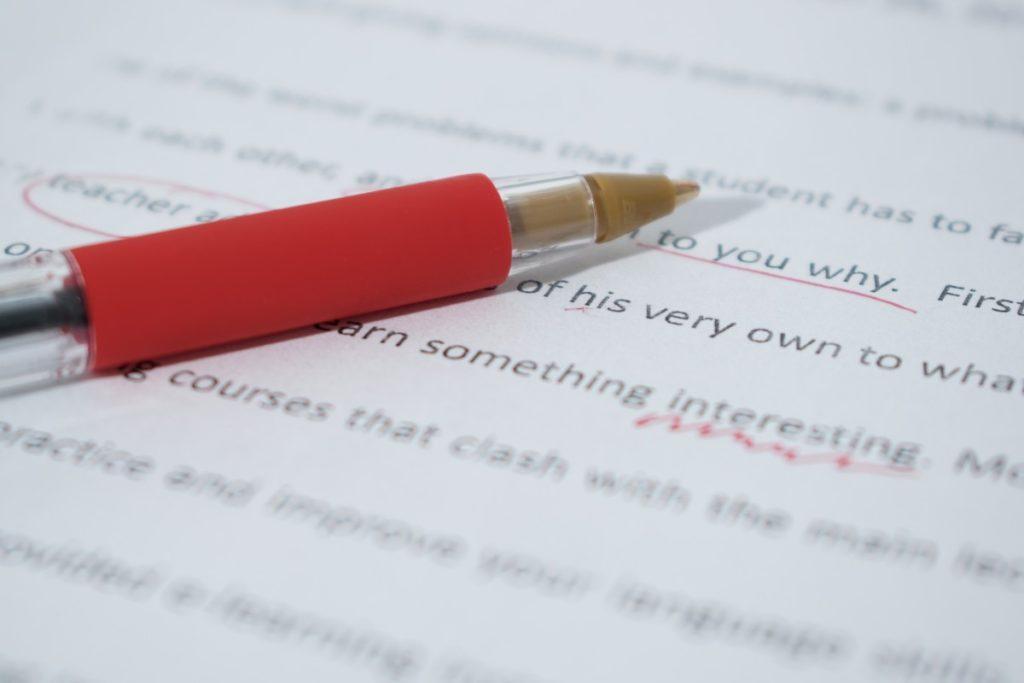 """Le mouvement des """"stylos rouges"""" prend de l'ampleur parmi les enseignants en France"""