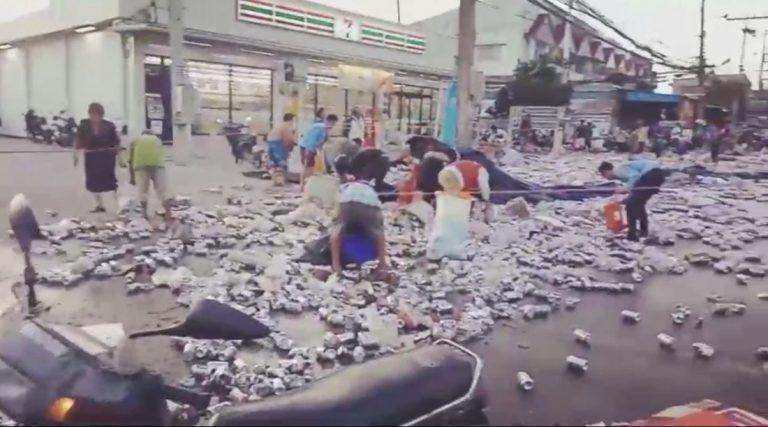 """Phuket : 80 000 canettes de bière """"disparaissent"""" après un accident de la route"""