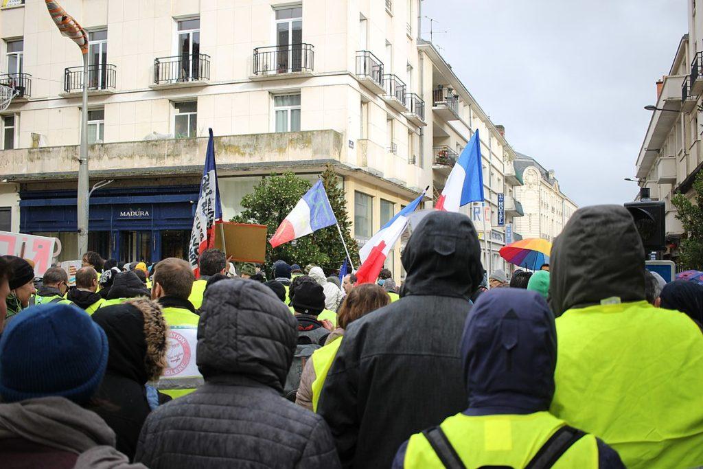 La majorité des Français soutient toujours les gilets jaunes