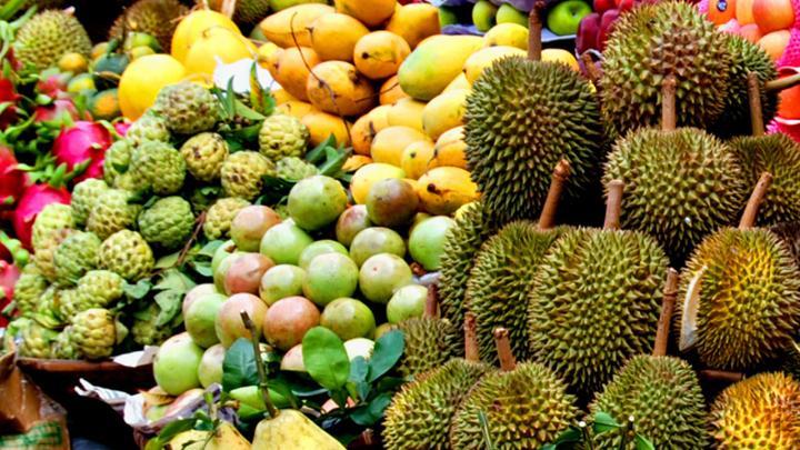 Une surabondance de fruits fait craindre une chute des prix en Thaïlande