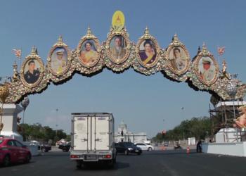 Bangkok s'embellit à l'approche du couronnement du Roi de Thaïlande