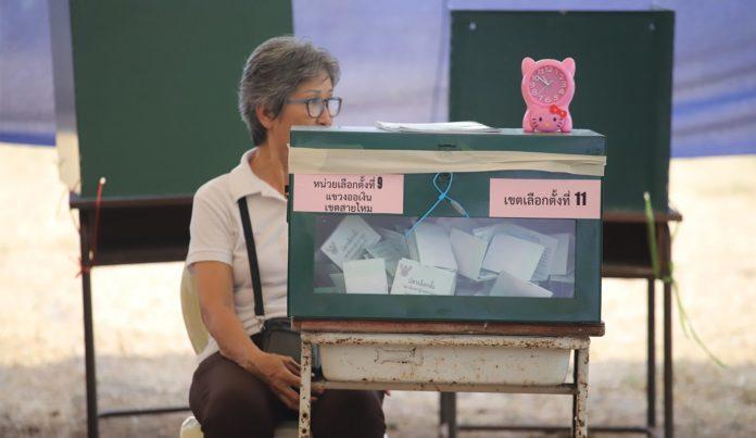 Élections en Thaïlande : la Commission annonce les résultats définitifs, pas de vainqueur net mais la junte en position favorable