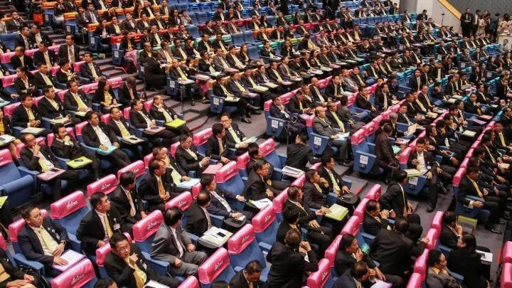 Thaïlande : 5 ans après son coup d'État, comment Prayut Chan-o-cha a su conserver le pouvoir par les urnes