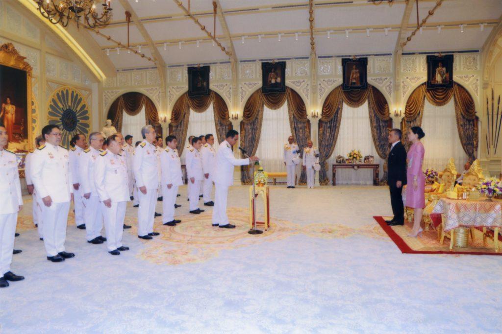 Thaïlande : le nouveau gouvernement prête serment devant S.M. le Roi