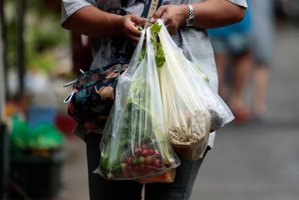 Thaïlande: la grande distribution va bannir les sachets plastiques en janvier