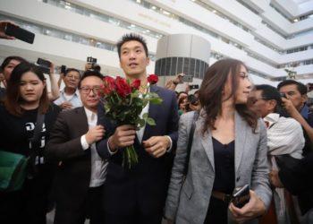 La Cour constitutionnelle de Thaïlande révoque le mandat de député de Thanathorn