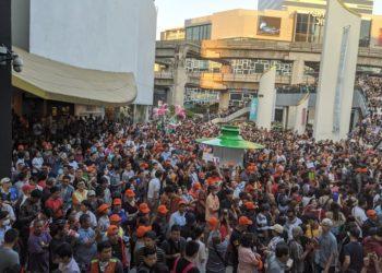 Thaïlande : l'opposant Thanathorn réunit une foule de manifestants à Bangkok en faveur de la démocratie