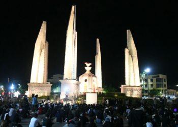 Thaïlande : premier rassemblement politique massif à Bangkok contre le gouvernement depuis le début de la crise du coronavirus Covid-19