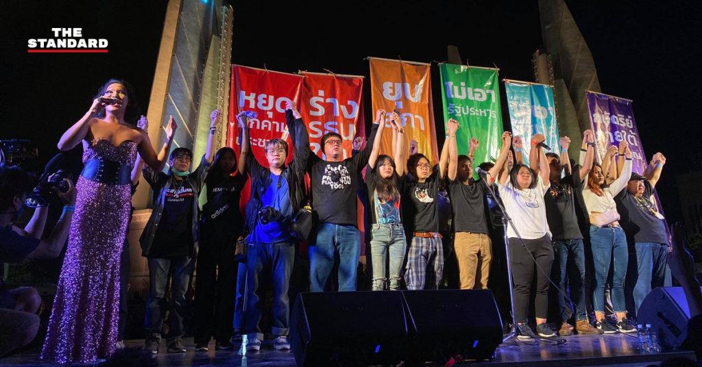 Thaïlande : manifestation massive à Bangkok contre le gouvernement
