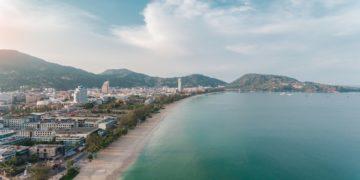 La Thaïlande pourrait s'ouvrir timidement aux touristes étrangers sur l'île de Phuket à partir d'octobre