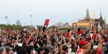 Manifestations en Thaïlande : des milliers de personnes rassemblées à Bangkok contre le gouvernement