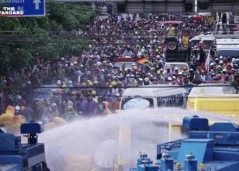 Manifestations en Thaïlande : au moins 55 personnes blessées au cours du rassemblement le plus violent depuis l'émergence du mouvement prodémocratie