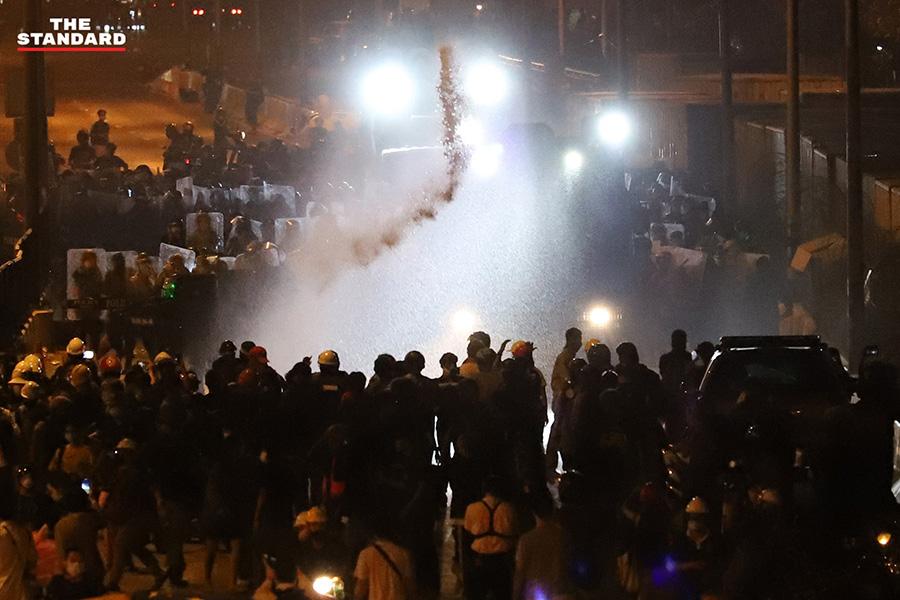Thaïlande : une manifestation antigouvernementale tourne au chaos à Bangkok dimanche soir