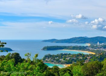 Phuket espère encore rouvrir en juillet, sans quarantaine obligatoire, aux touristes étrangers vaccinés et exempts de Covid-19