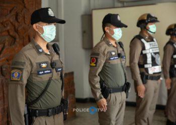 La police thaïlandaise espère améliorer ses performances grâce à un nouvel uniforme plus confortable
