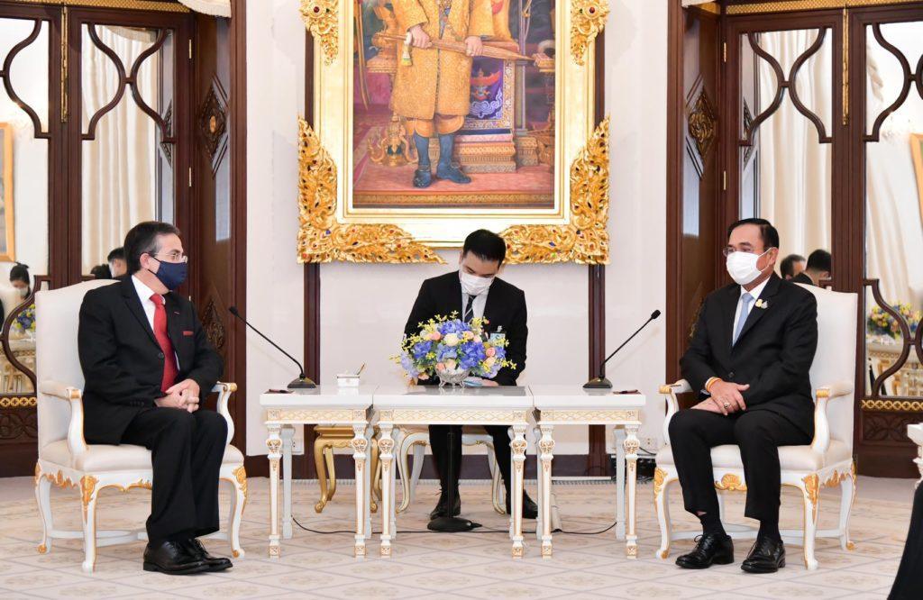 Visite de courtoisie de l'ambassadeur de France en Thaïlande au Premier ministre thaïlandais